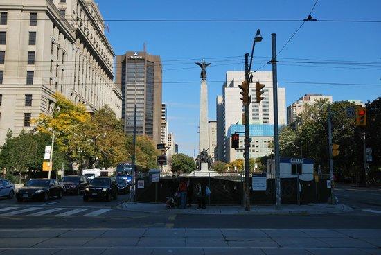 Sheraton Centre Toronto Hotel: Die Straße vor dem Hotel