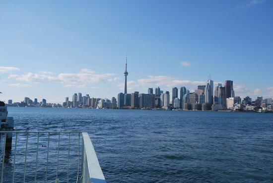 Sheraton Centre Toronto Hotel: Toronto vom See aus gesehen