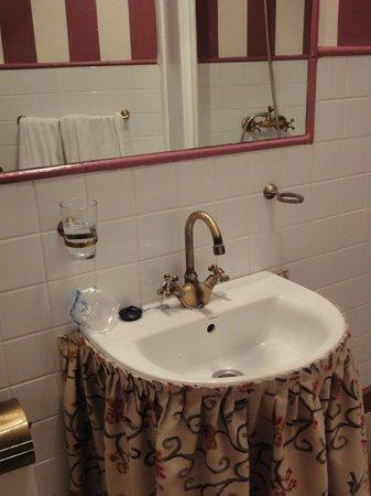 Callejon del Agua : bathroom