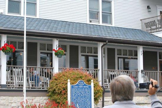 Old Rittenhouse Inn: Veranda
