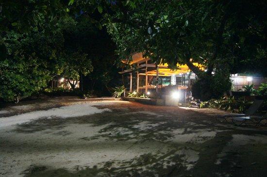Barrier Beach Resort: The Main Hut Reception and Dinning