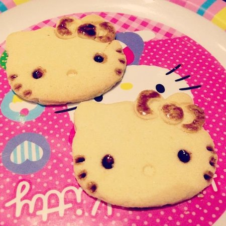 Johor Bahru, Malaysia: Hello Kitty cookies deco session, can eat the cookie
