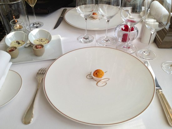 Le Clos du Cedre : The first mini assortment starter. There were 8 dishes in a gourmet dinner.