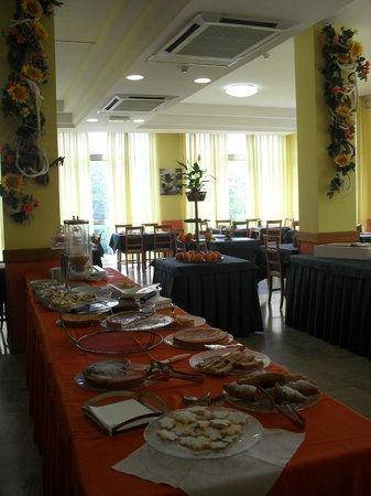 Hotel Bahama: Oltre ai dolci (della foto) ci sono anke molte pietanze per una colazione internazionale