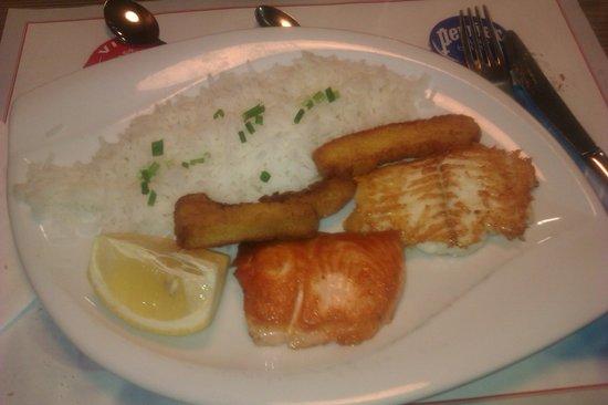 Kyriad Carcassonne Ouest - La Cité : Parillade de poissons