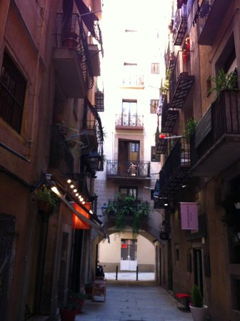 Inside Barcelona Apartments Esparteria: street were apartment is located
