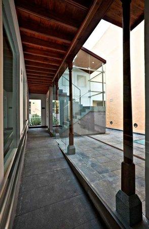 Fundacion Cristino de Vera: Este es el precioso patio interior de la Fundación