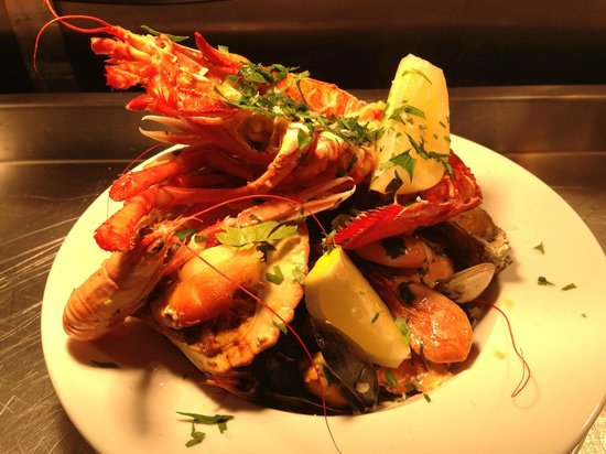 Drum and Monkey : Shellfish with Half Lobster