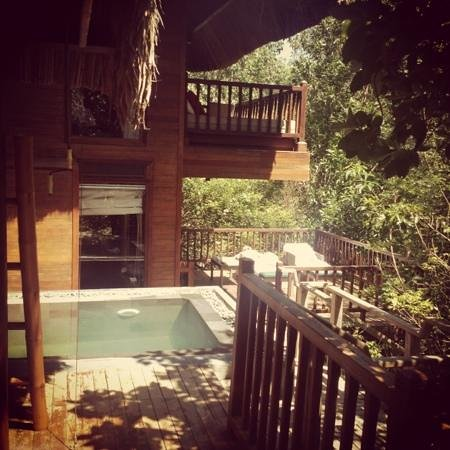 L'Alyana Villas Ninh Van Bay: view from outside lounge across pool to sun deck