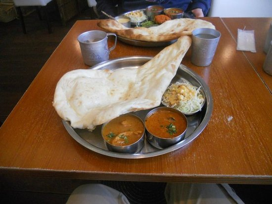 Ramujiisanno Indian Curry : Naan and curry