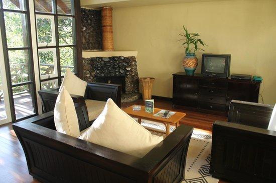 Kinabalu Park: Sitting area with a chimney (Nepentes Lodge)
