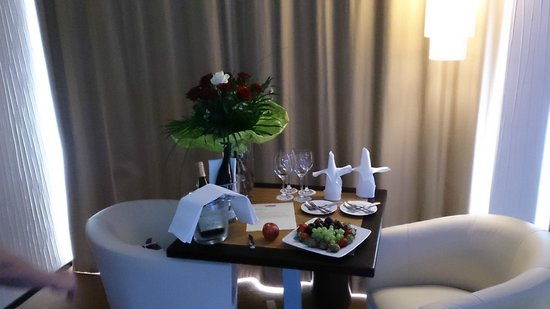 """Mercure Hotel Panorama Freiburg: Vue sur notre """"Table d'amoureux"""" que j'ai réservée pour notre arrivée."""