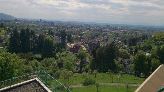 Mercure Hotel Panorama Freiburg: Vue de notre chambre sur Freiburg #1
