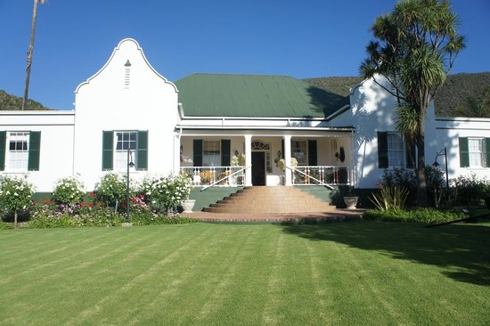 Altes Landhaus Country Lodge : Front View Of Lodge