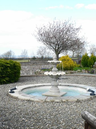 Lyth Hill House: The lovely fountain