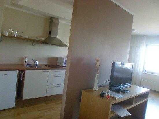 Adelle Apartments: Kitchenette