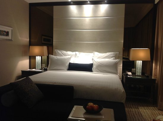 Singapore Marriott Tang Plaza Hotel: bed