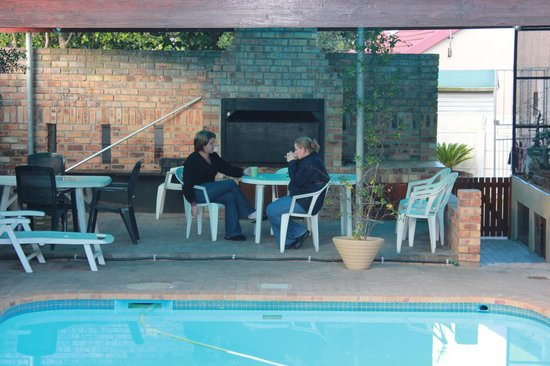 Old Oak Guest House: Guests relaxing