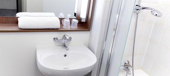 Campanile Paris Ouest - Gennevilliers Port: Bathroom