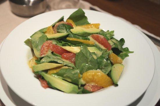 Coquelicot - Bistro Francais: Salade d'épinards et d'avocats aux agrumes