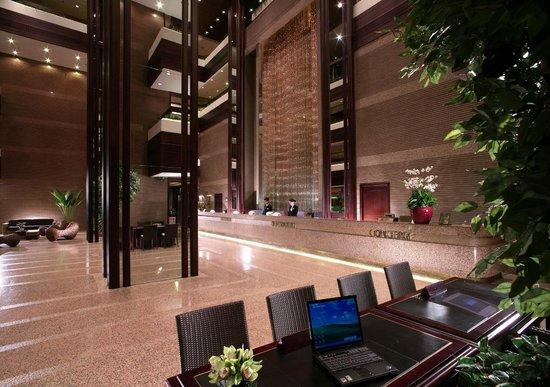 Regal Riverside Hotel : Hotel Lobby