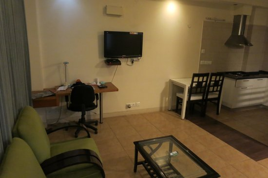 The Perch Service Apartments: Desk and TV