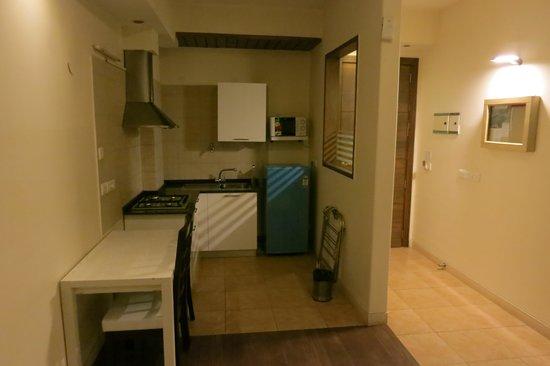 The Perch Service Apartments : Kitchen