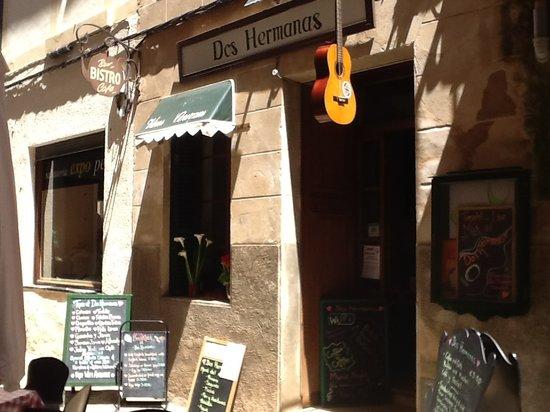 Dos Hermanas : Music Bar