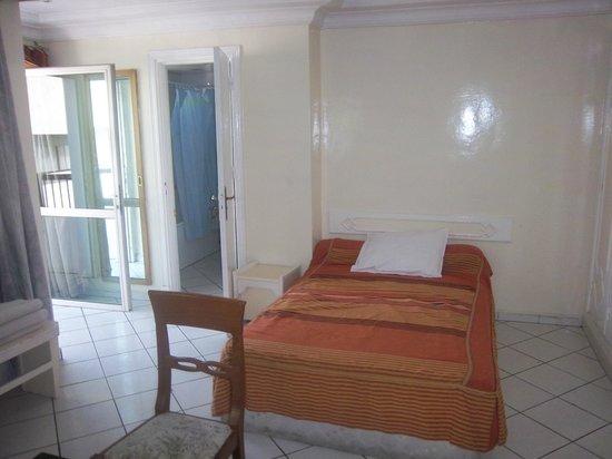 Salim Hotel : Room