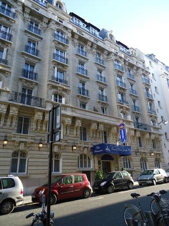 BEST WESTERN Trianon Rive Gauche Hotel: Front of hotel