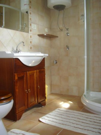 Prkacini, Kroatia: Groundfloor bathroom