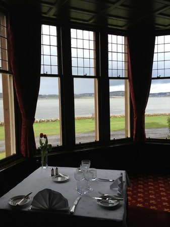Bunchrew House Hotel: Diningroom overlooking the Loch