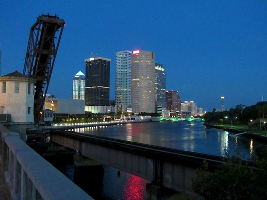 Magic Carpet Glide: Tampa skyline at Hillsborough River