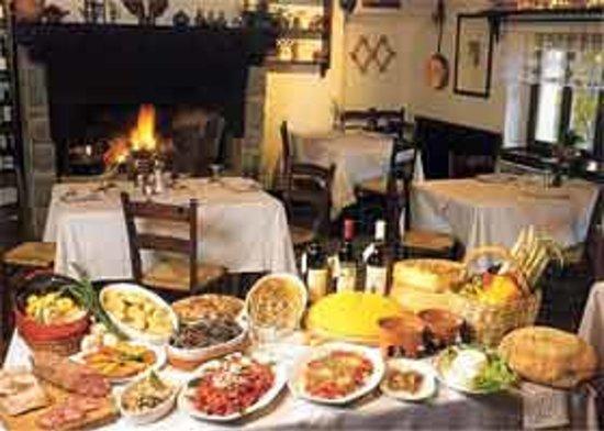 Lago Laux: Ecco a voi i piatti della nostra tradizione! Da gustare davanti al grande camino