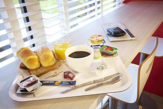 Premiere Classe Versailles - St-Cyr-L'Ecole : Breakfast