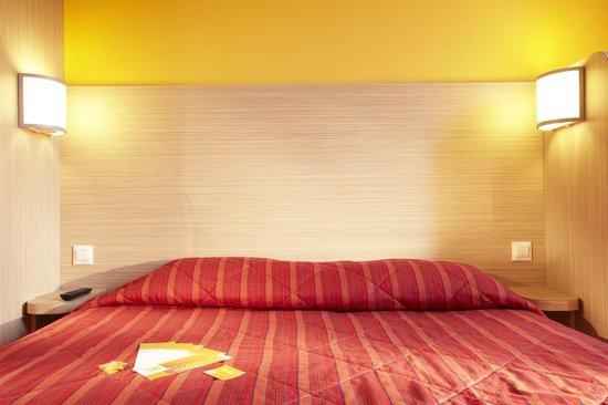 Premiere Classe Versailles - St-Cyr-L'Ecole : Bedroom