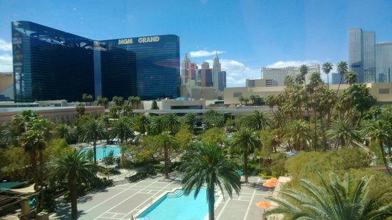 MGM Grand Hotel and Casino: View from pool area