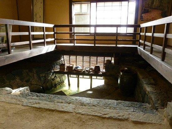 Yukawa Family Old Residence : 台所のハトバには鯉が入ってくることも