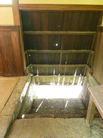 Yukawa Family Old Residence : 風呂場のハトバ
