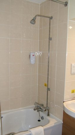 Premier Inn Goole Hotel: Shower