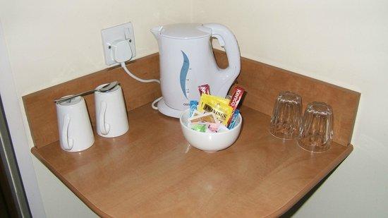 Premier Inn Goole Hotel: Tea and coffee making facilities