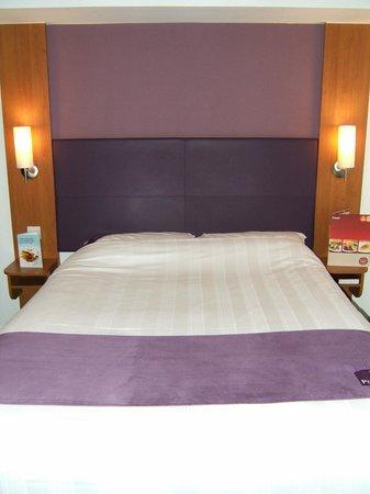 Premier Inn Grimsby Hotel: Large comfy bed