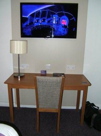 Premier Inn Grimsby Hotel: Large TV and desk area