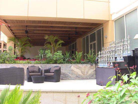 Le Meridien Pyramids Hotel & Spa: Bar all'aperto