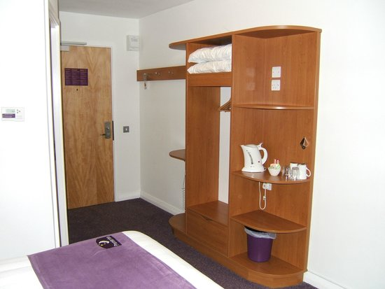 Premier Inn Grimsby Hotel: Entrance to the room