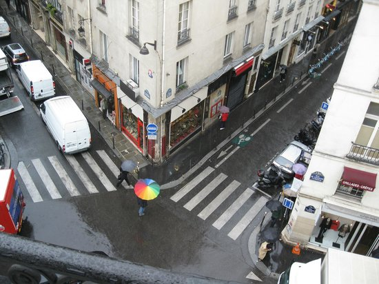Hotel Le Petit Trianon : Our view from our balcony on a rainy day
