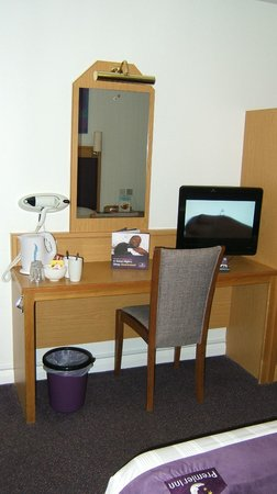 Premier Inn Edinburgh A1 (Musselburgh) Hotel: TV and hairdryer