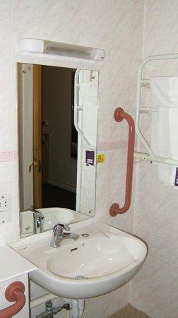 Premier Inn Edinburgh A1 (Musselburgh) Hotel: Wash basin