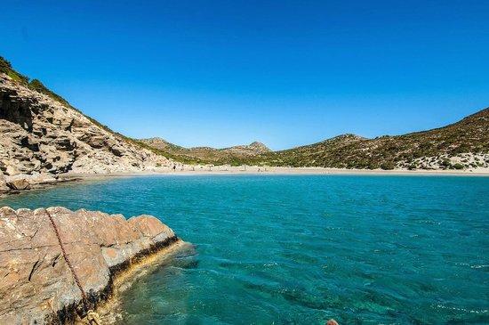 Oliaros seaside lodge: Beach at Despotiko island