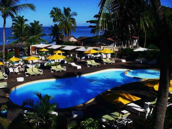 Royal Beach Hotel: piscine +lounge